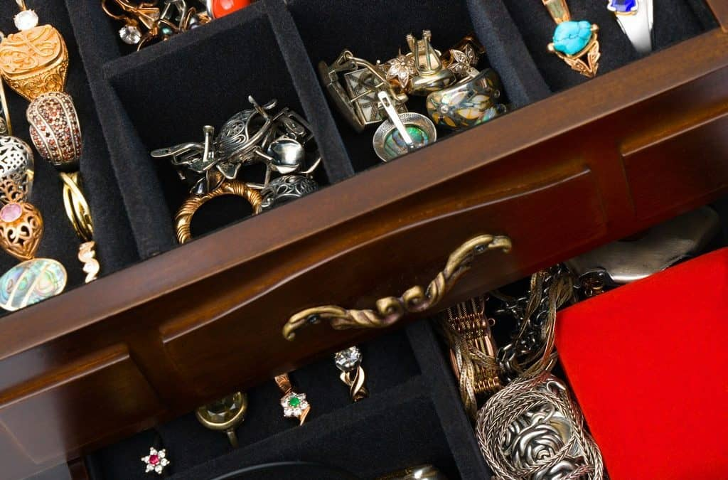 5 Tips for Buying Antique Jewelry at an Estate Sale