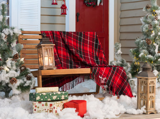 Photo 10 Decor Inspirations to Create a Welcoming Holiday Front Door
