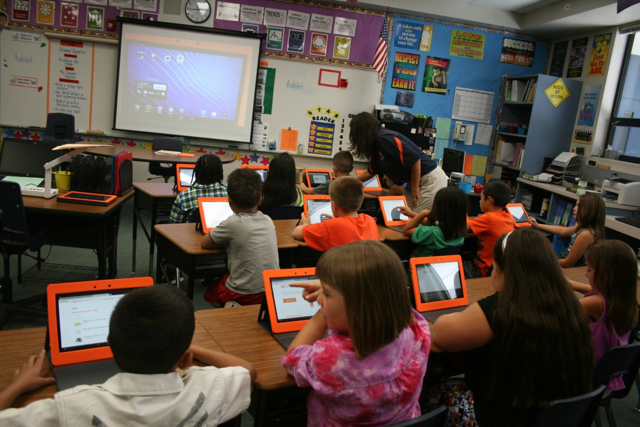 CUSD Among First in the Nation to Debut Comprehensive 1:1 Tablet Program