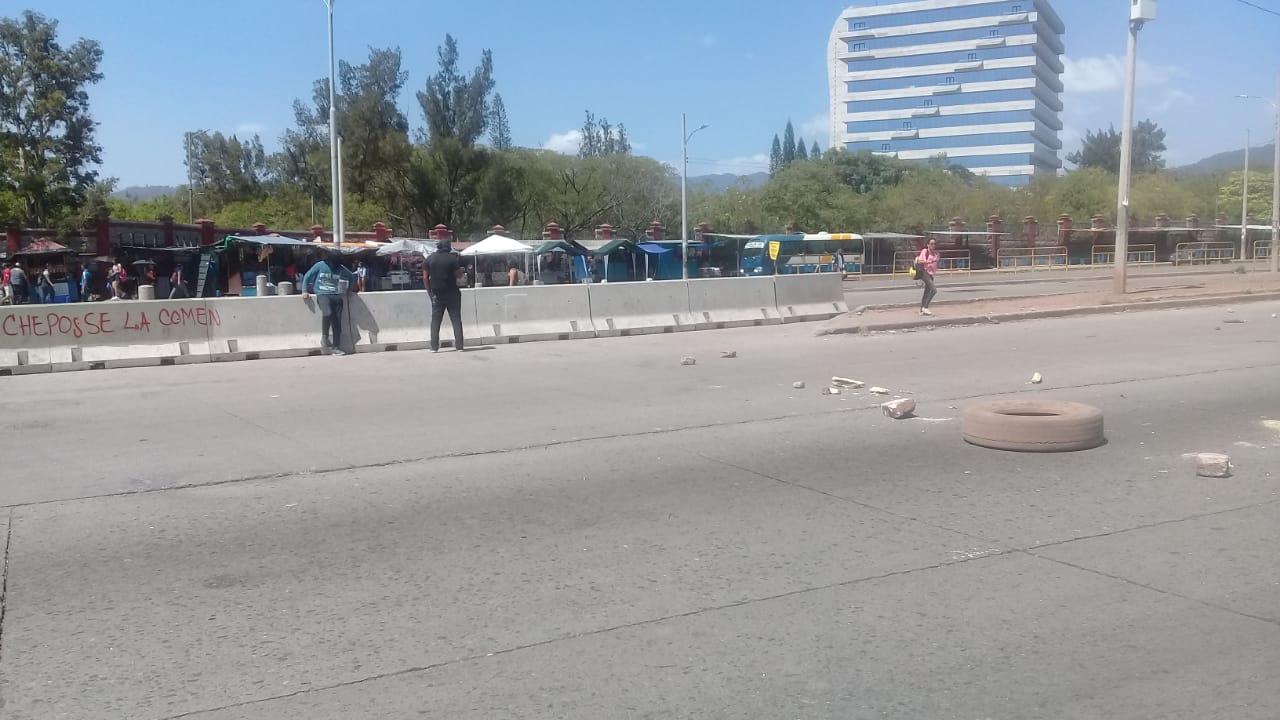 Enfrentamientos se registran frente a la UNAH en Tegucigalpa, Honduras