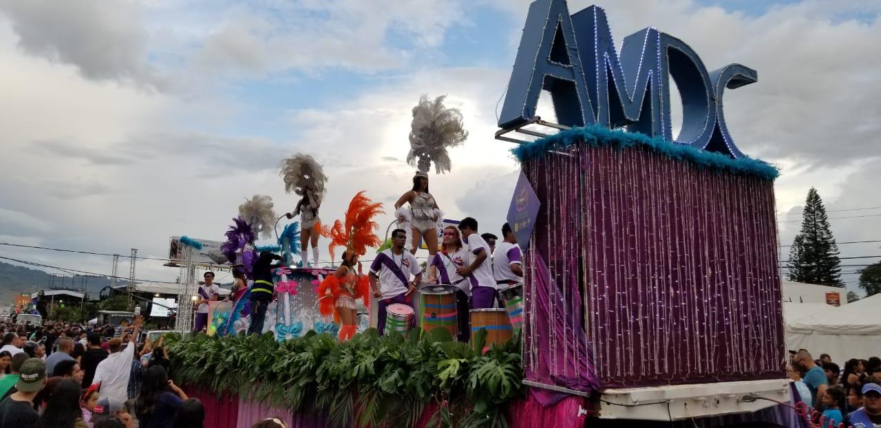 Carrozas en el carnaval de Tegucigalpa