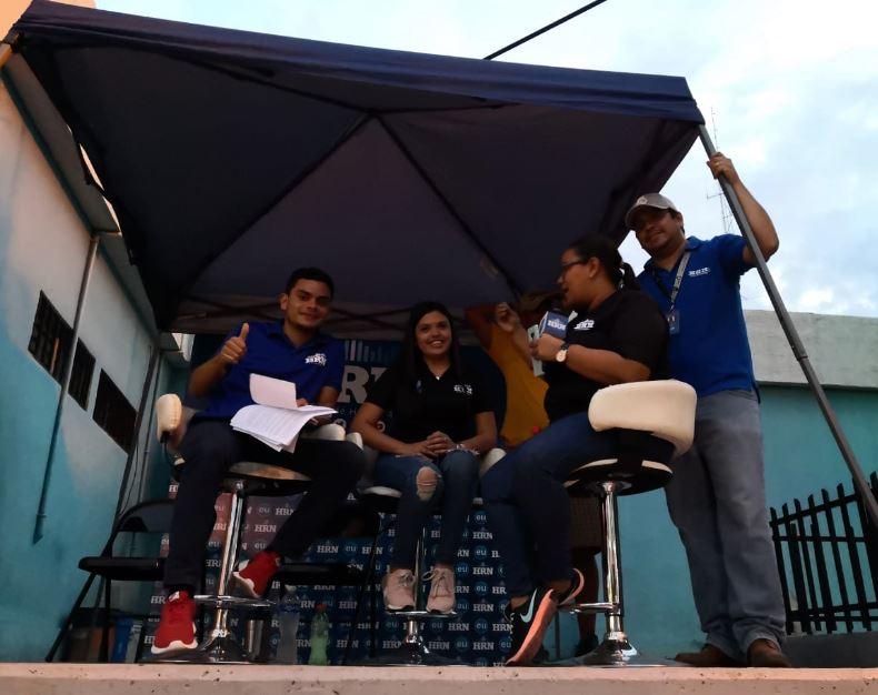Equipo de periodistas de HRN en el Carnaval de Tegucigalpa