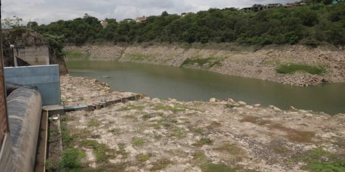 Anuncian la construcción de una mini represa en la capital