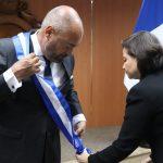 Condecoran a embajador de Francia