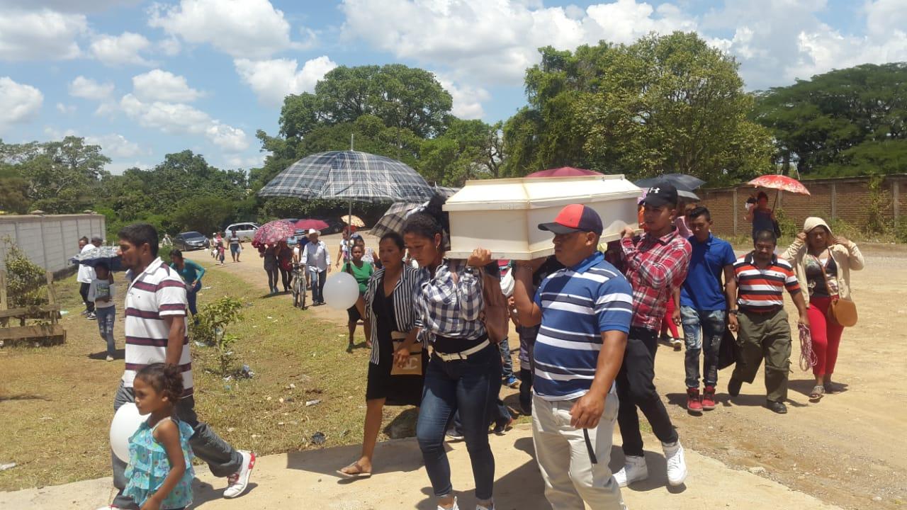 Dan último adiós a la niña que murió supuestamente enveneda en Tegucigalpa