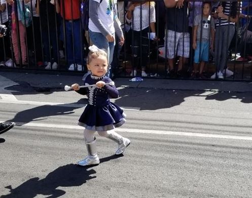 Imágenes curiosas captadas en los desfiles celebrados en la capital
