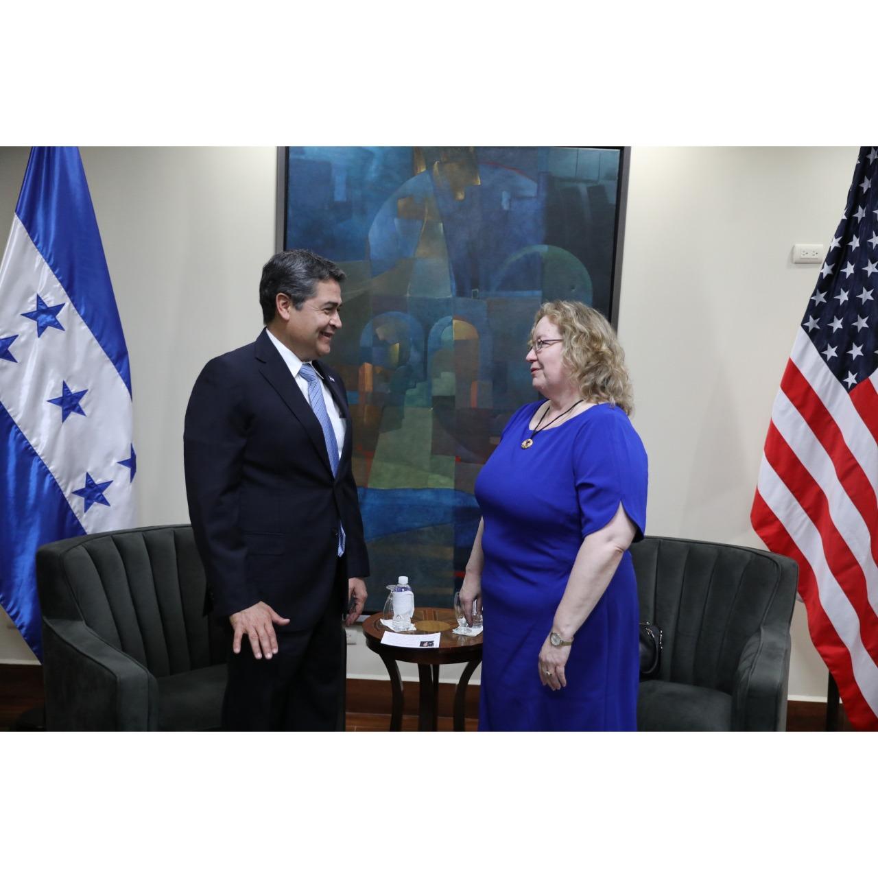 Presidente Hernández recibe a la nueva encargada de Negocios de la Embajada de los Estados Unidos