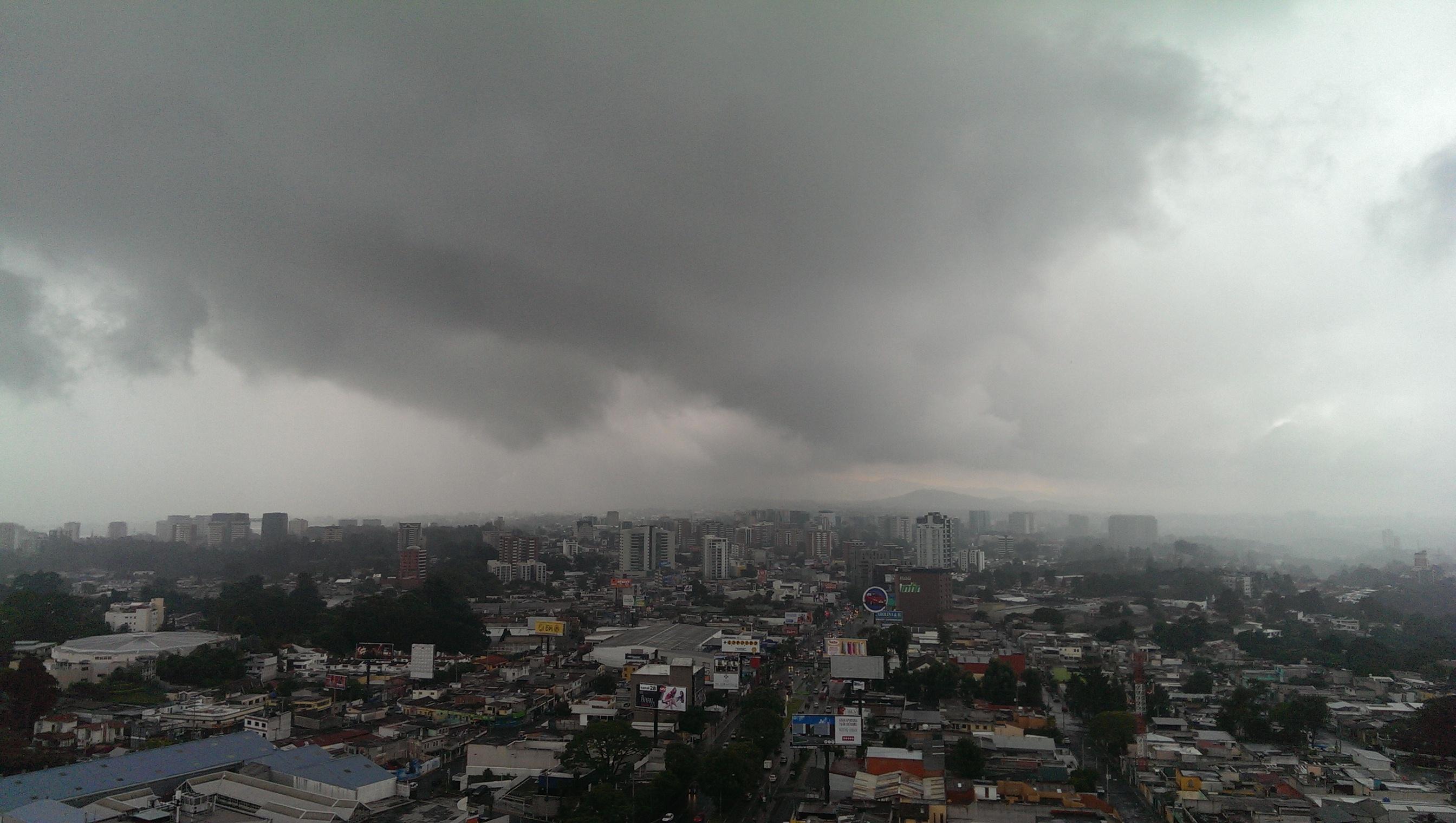 Torrenciales lluvias en la capital