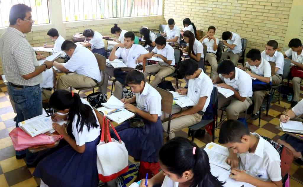 Maestros buscan plaza en el sistema educativo.