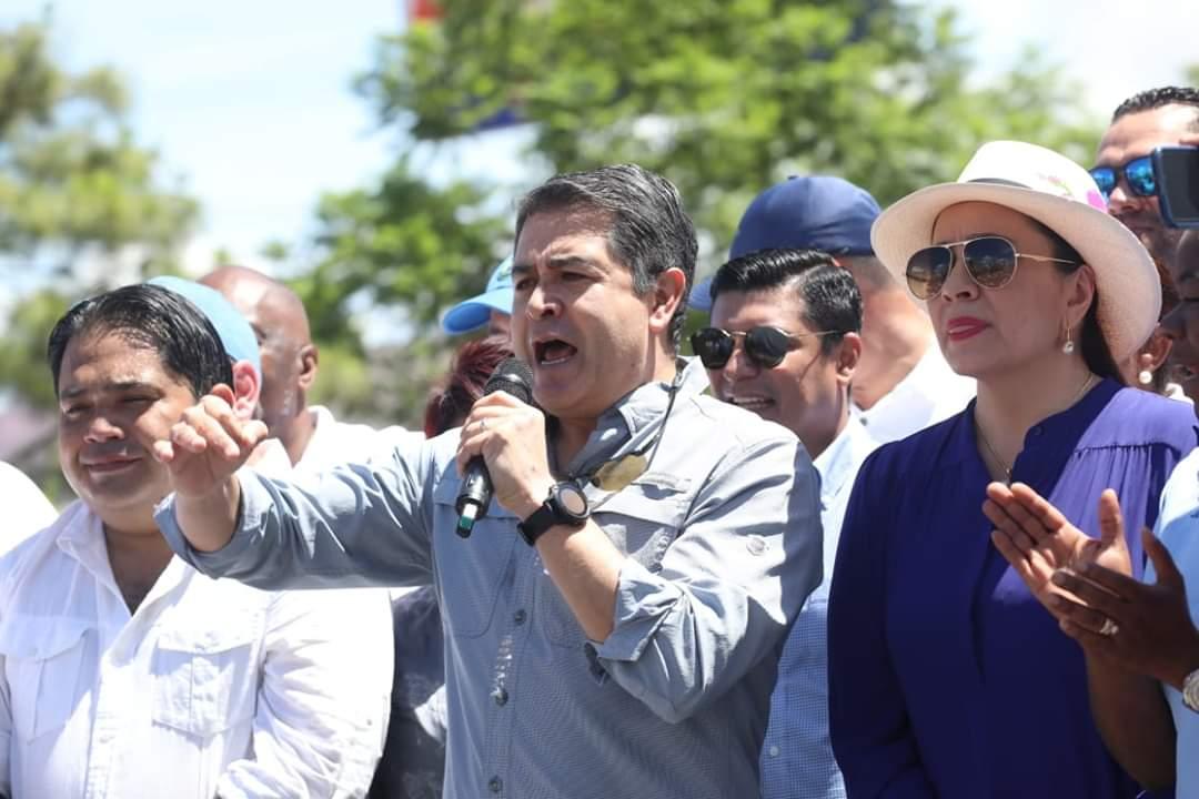 Presidente de Honduras Juan Orlando Hernández ofreciendo discurso