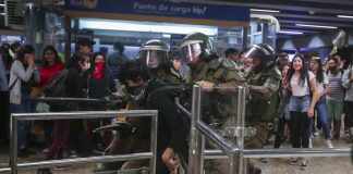 Anuncian un nuevo toque de queda en Santiago de Chile