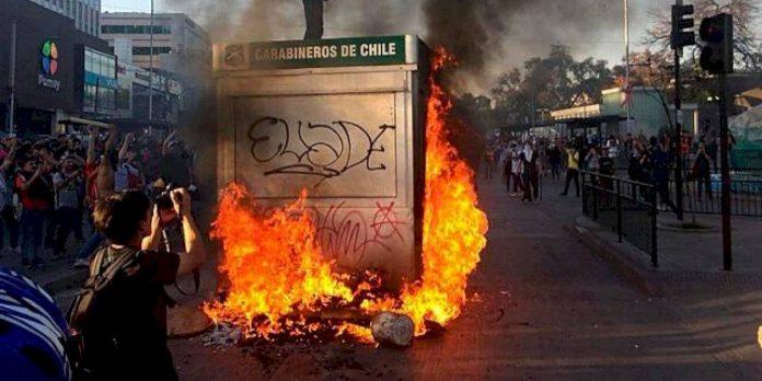 Chile: Gobierno suspende alza en las tarifas del metro que desataron las violentas protestas