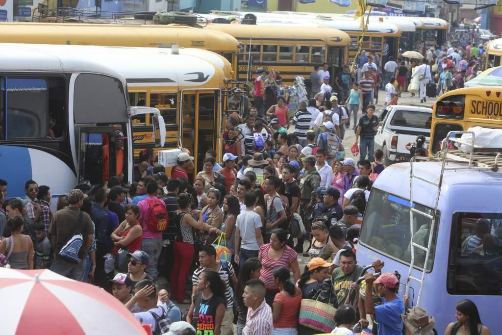 ¡Atacan extorsionadores! Dos autobuses tiroteados en mercados de Comayagüela