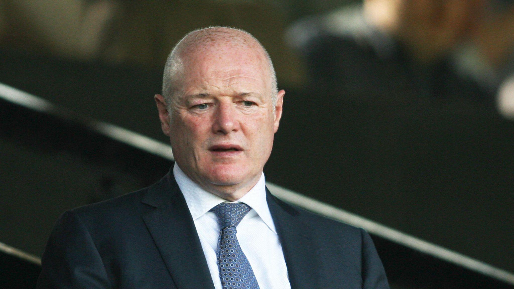 Peter Kenyon, millonario británico aumentó su oferta para comprar al Newcastle United