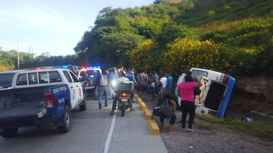 Unos 20 heridos deja volcamiento de  rapidito en la carretera hacia el Sur de Honduras