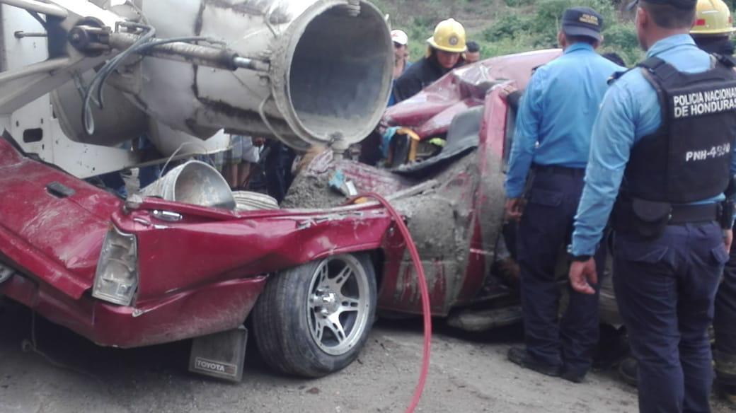 Aparatoso accidente deja una persona muerta y varios heridos en Cofradía, Cortés