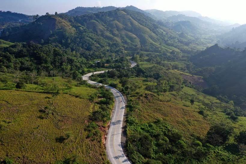 Felices se encuentran los habitantes del Occidente con su nueva carretera