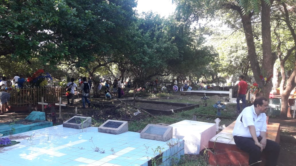 Inicia la llegada de pobladores a los cementerios de Choluteca