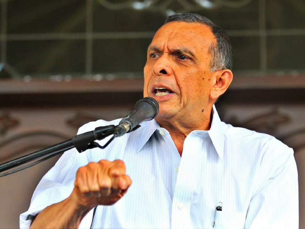 Expresidente Lobo Sosa.