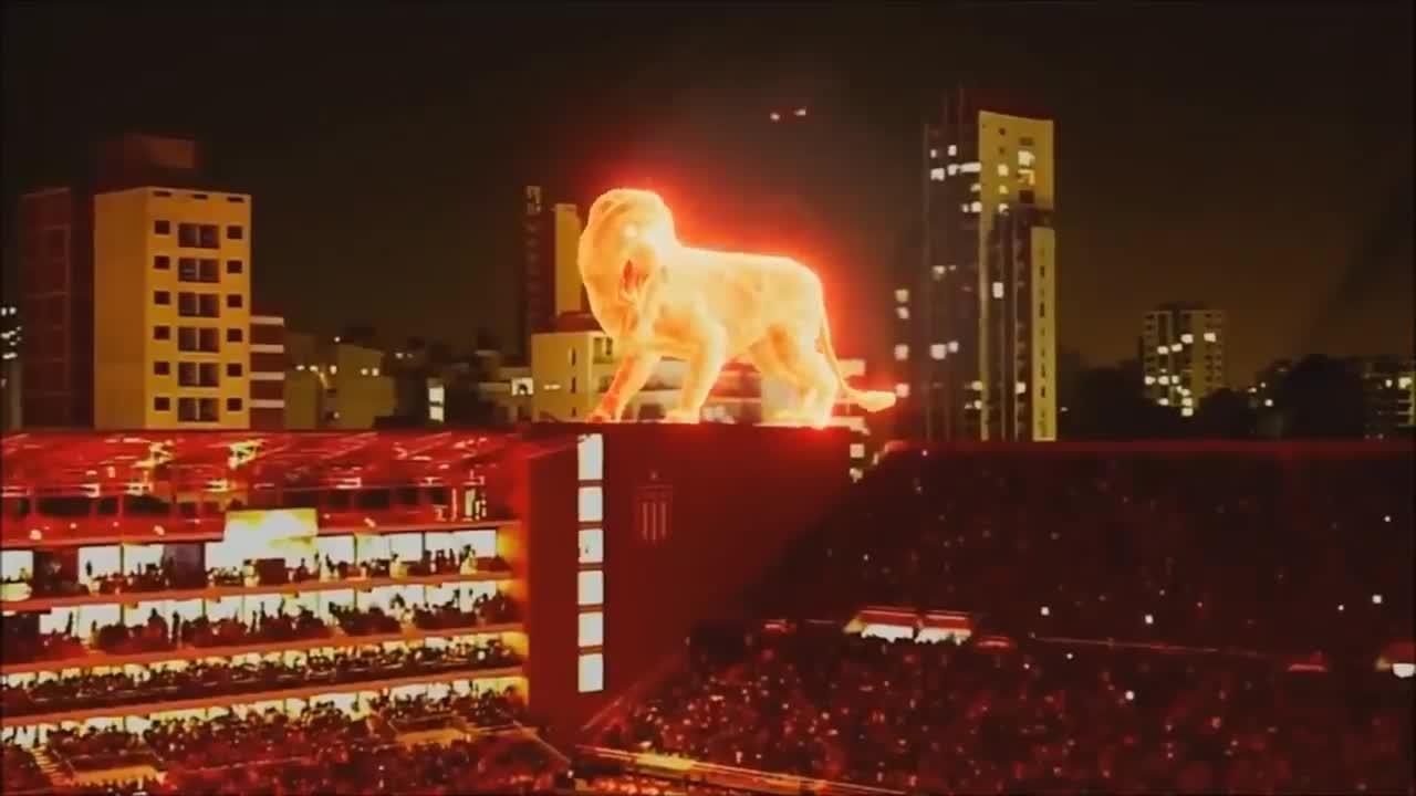 Un 'león en llamas' irrumpe en la inauguración del estadio del Estudiantes de La Plata