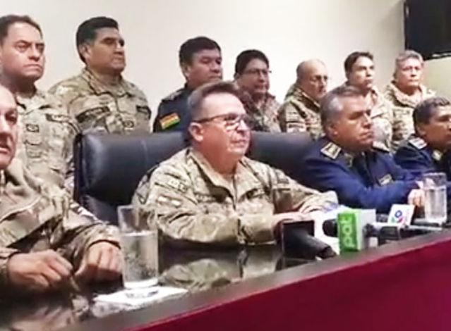 Tras la renuncia de Evo, el Ejército y la Policía salen a las calles para frenar protestas