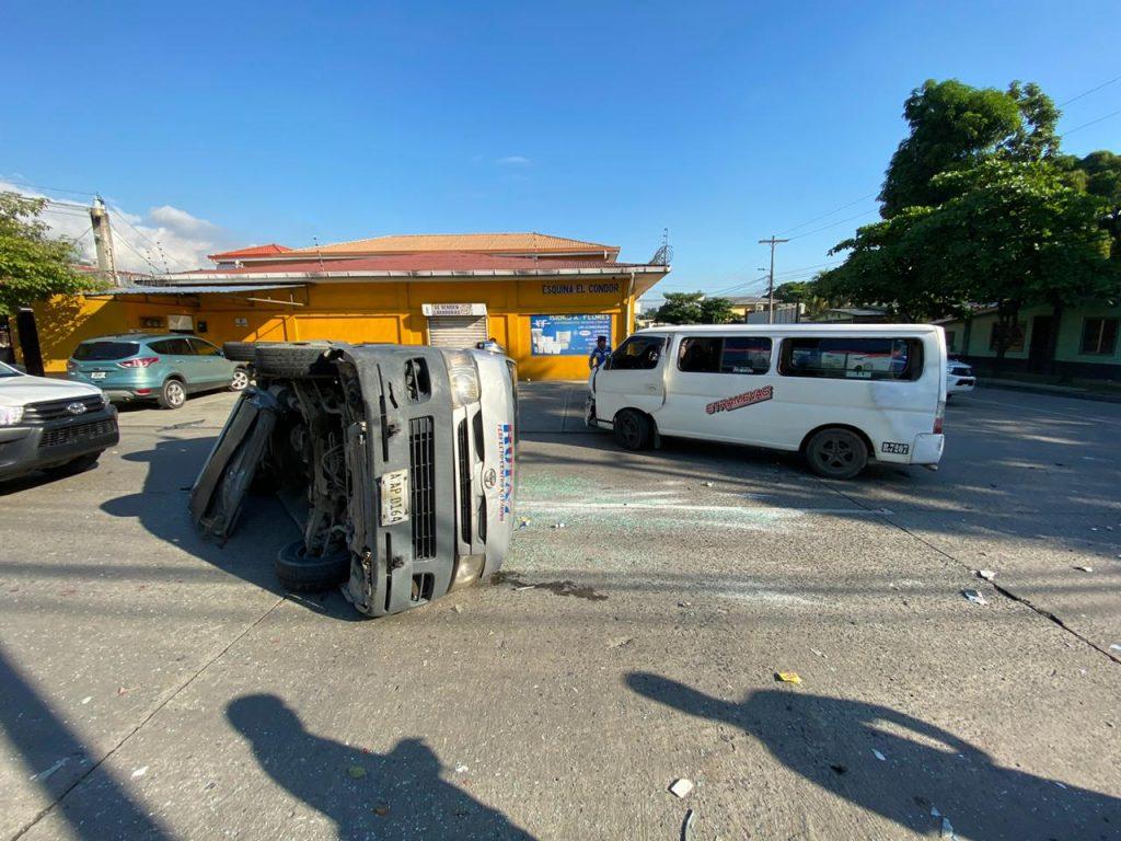 Accidente entre dos buses rapiditos.
