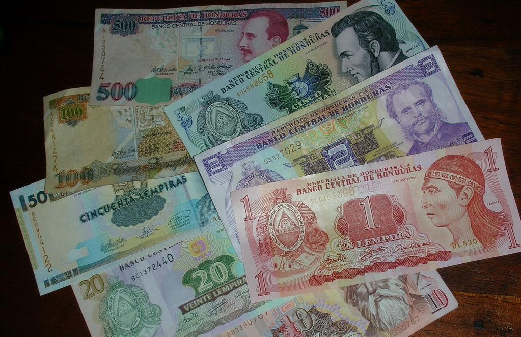 ¡Tenga cuidado! circulan billetes  falsificados en esta navidad. Cómo identificarlos