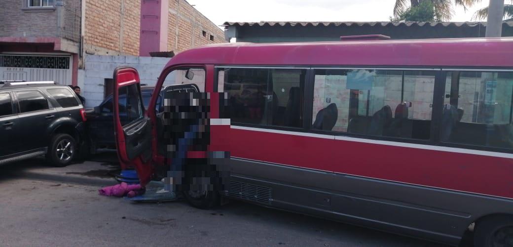 De varios impactos de bala asesinan a conductor de bus, a pocos metros de una posta policial