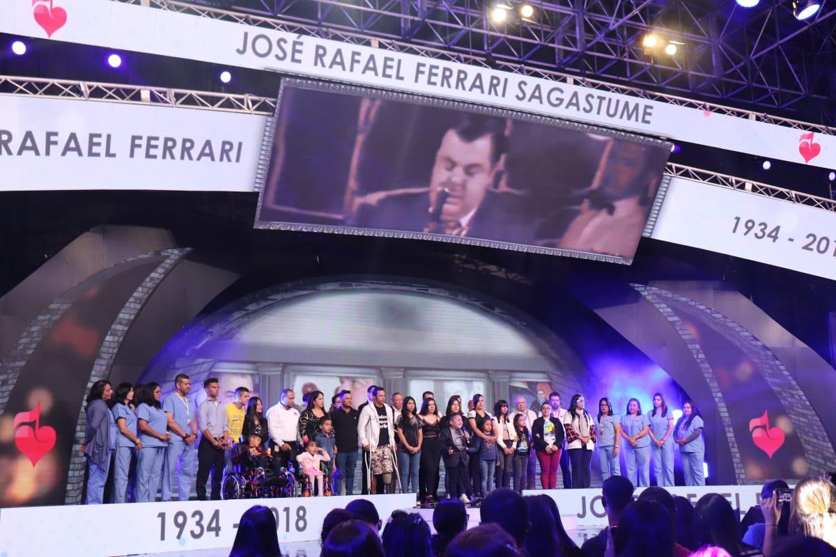 Emotivo homenaje al fundador de Teletón, José Rafael Ferrari, durante la gran obra de amor