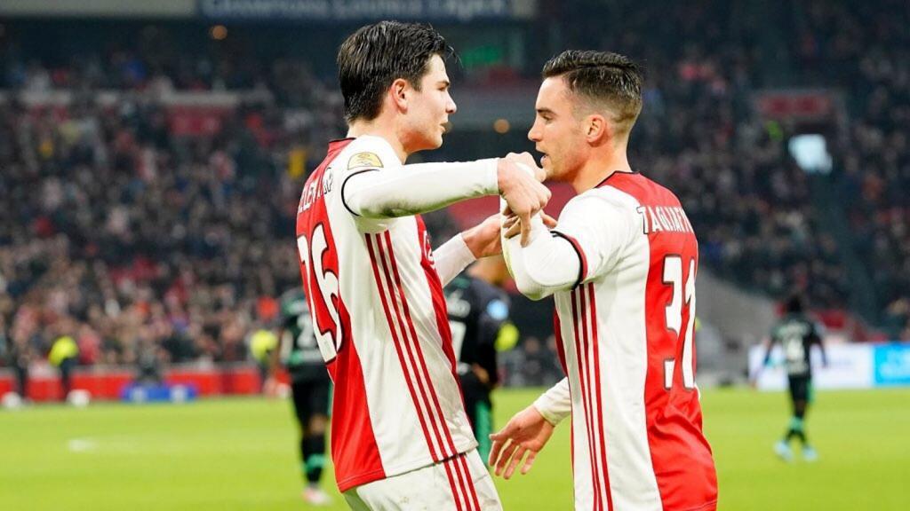 Ajax recuperó el liderato