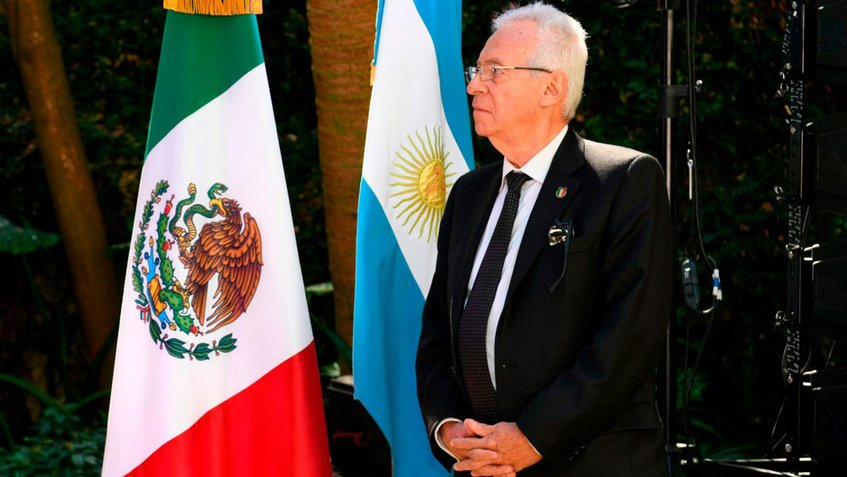 Embajador de México fue sorprendido hurtando un libro en una emblemática librería de Buenos Aires