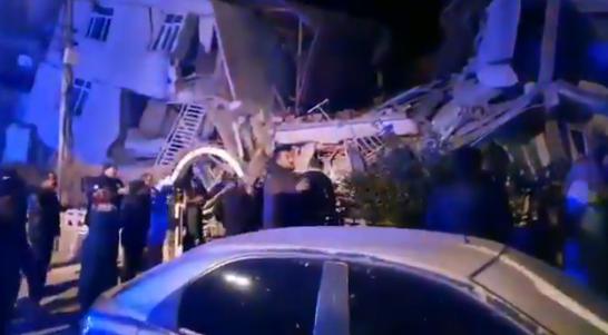Sismo en Turquía deja 18 muertos y edificios caídos (Vídeo)
