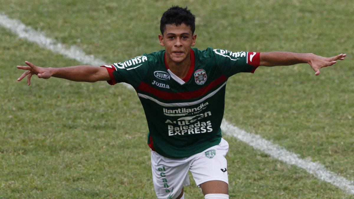 Cristián Cálix podrá jugar ante Olimpia el domingo en el estadio Nacional.