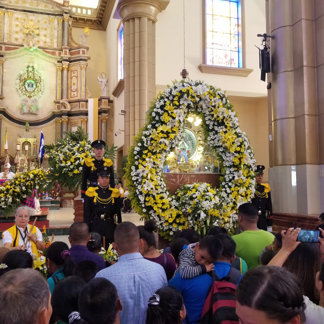 Miles de feligreses llegan a Tegucigalpa a honrar a la Virgen de Suyapa