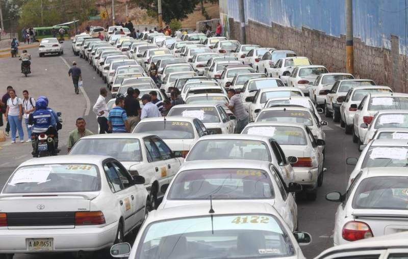 Taxistas anuncian paro de labores la próxima semana ante ola de violencia contra el rubro