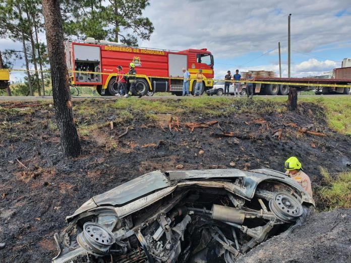 Identifican a los dos hondureños que murieron calcinados, luego de incendiarse su vehículo