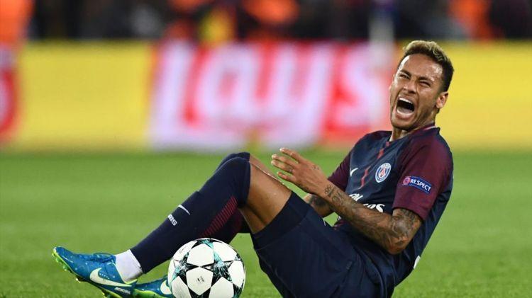 Neymar, en duda ante el Dortmund