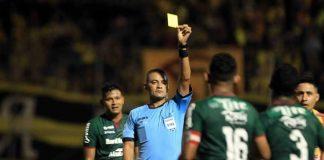 Melvin también arbitró el clásico entre Olimpia y Motagua.