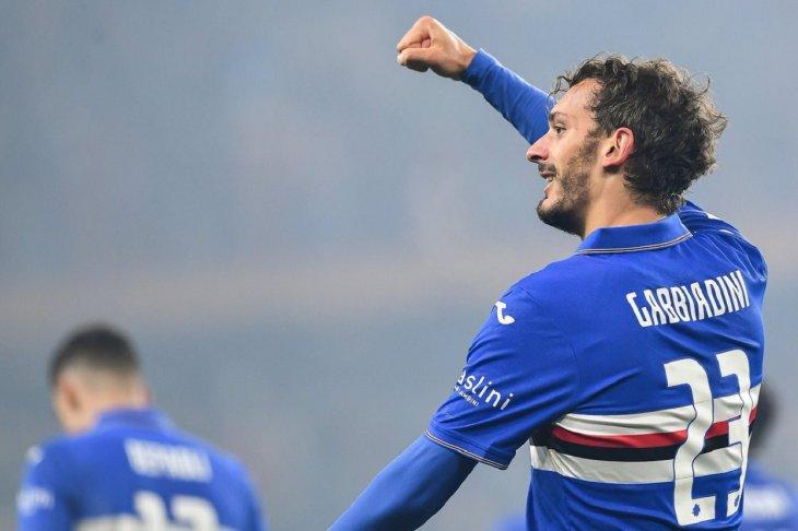 El italiano Manolo Gabbiadini, delantero del Sampdoria, dio positivo por coronavirus.