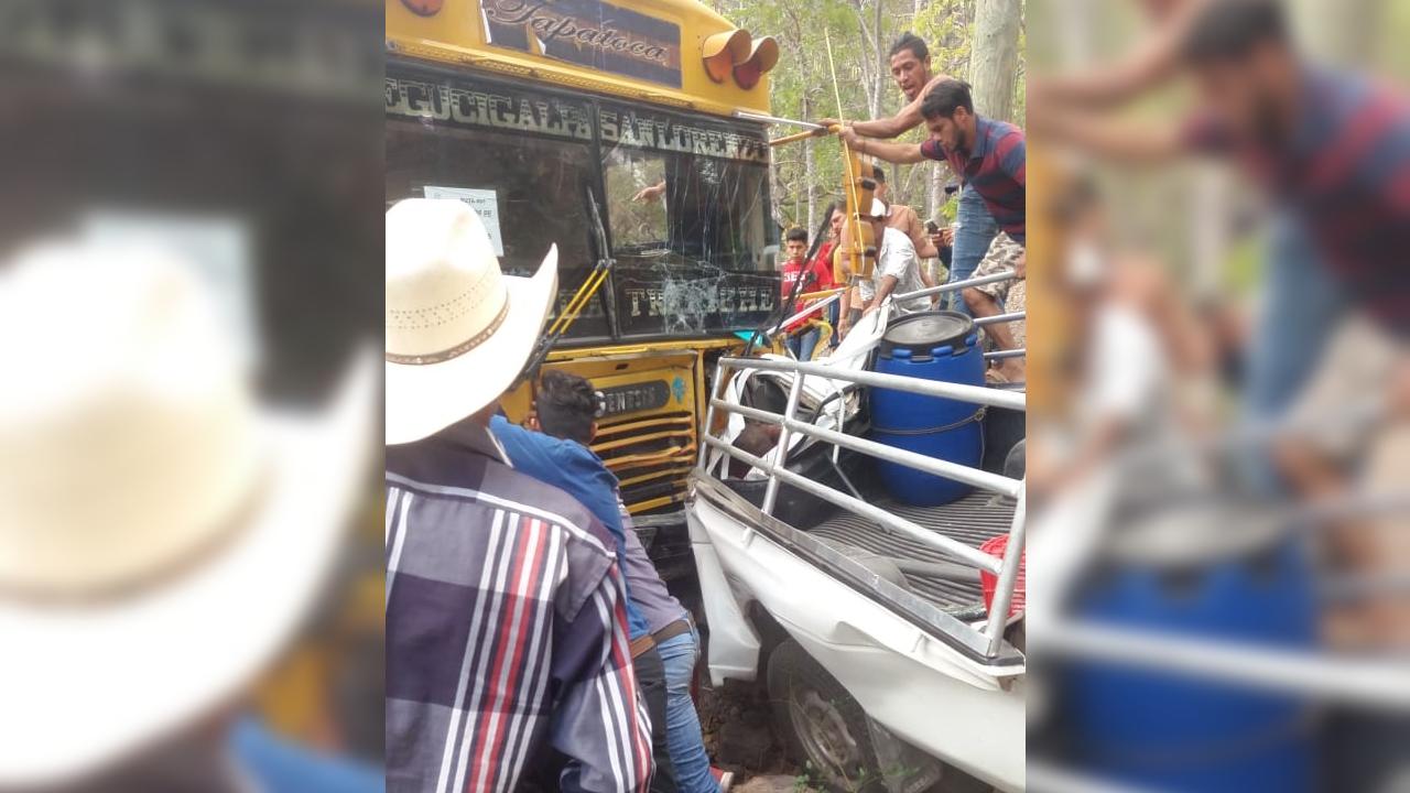 Una persona fallecida deja accidente de bus con militantes nacionalistas en Choluteca