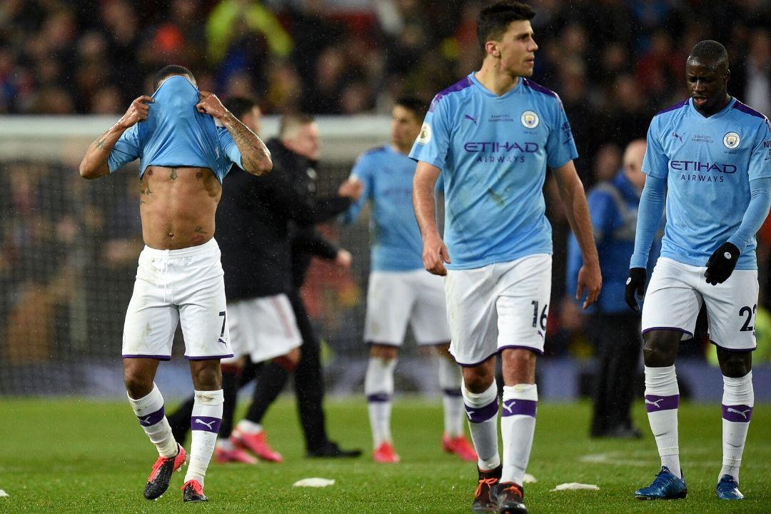 Jugador del Manchester City en cuarentena por sospecha de coronavirus