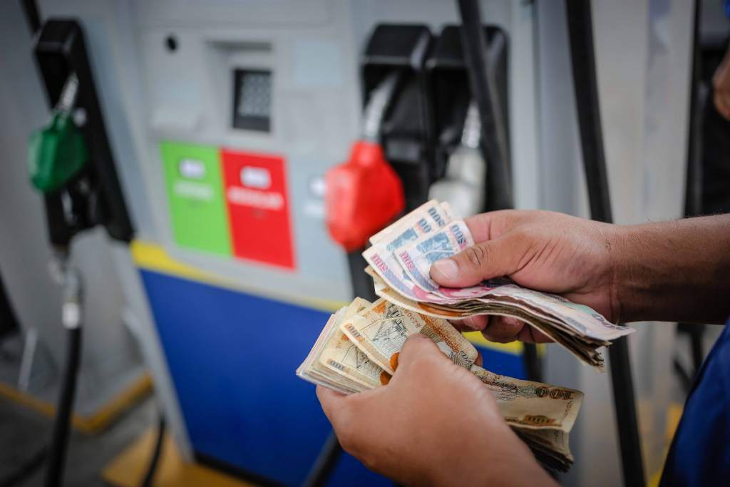 Más de seis lempiras bajará el precio de las gasolinas en Honduras