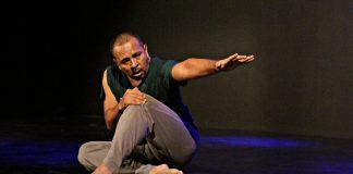 Bailarin sobre el escenario