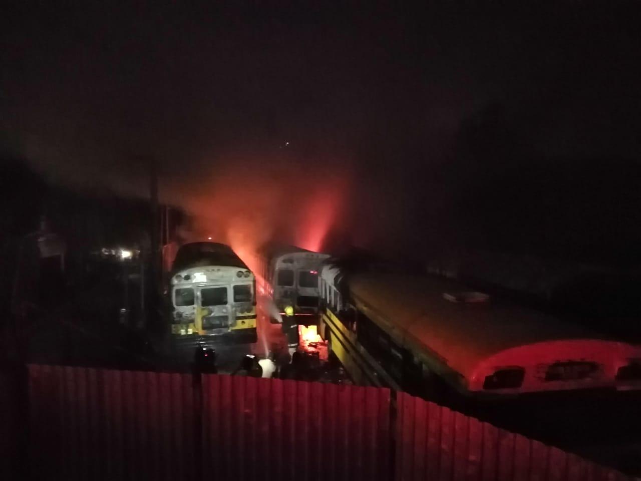 Al menos cinco buses son incendiados por presuntos pandilleros en San Pedro Sula