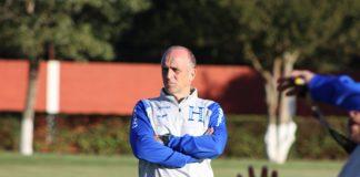 Fenafuth no está considerando reducir el salario de su entrenador como lo han hecho otras selecciones.