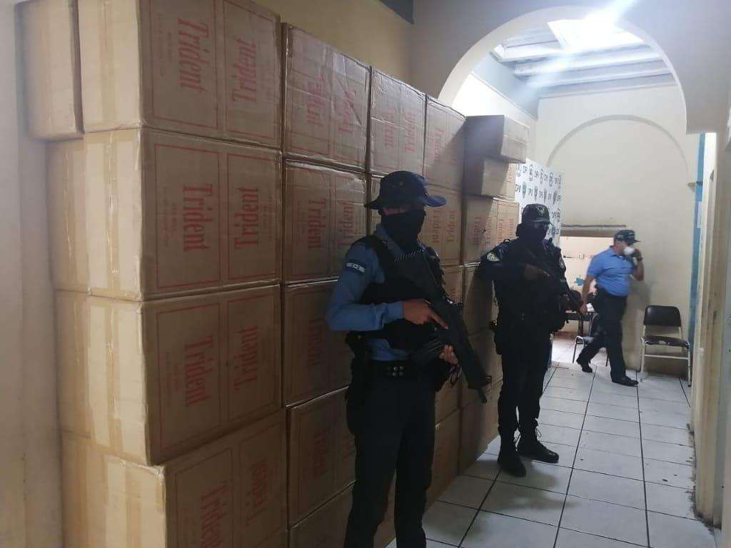 Ciudadano es detenido con 73 cajas de cigarrillos valorados en más de un millón
