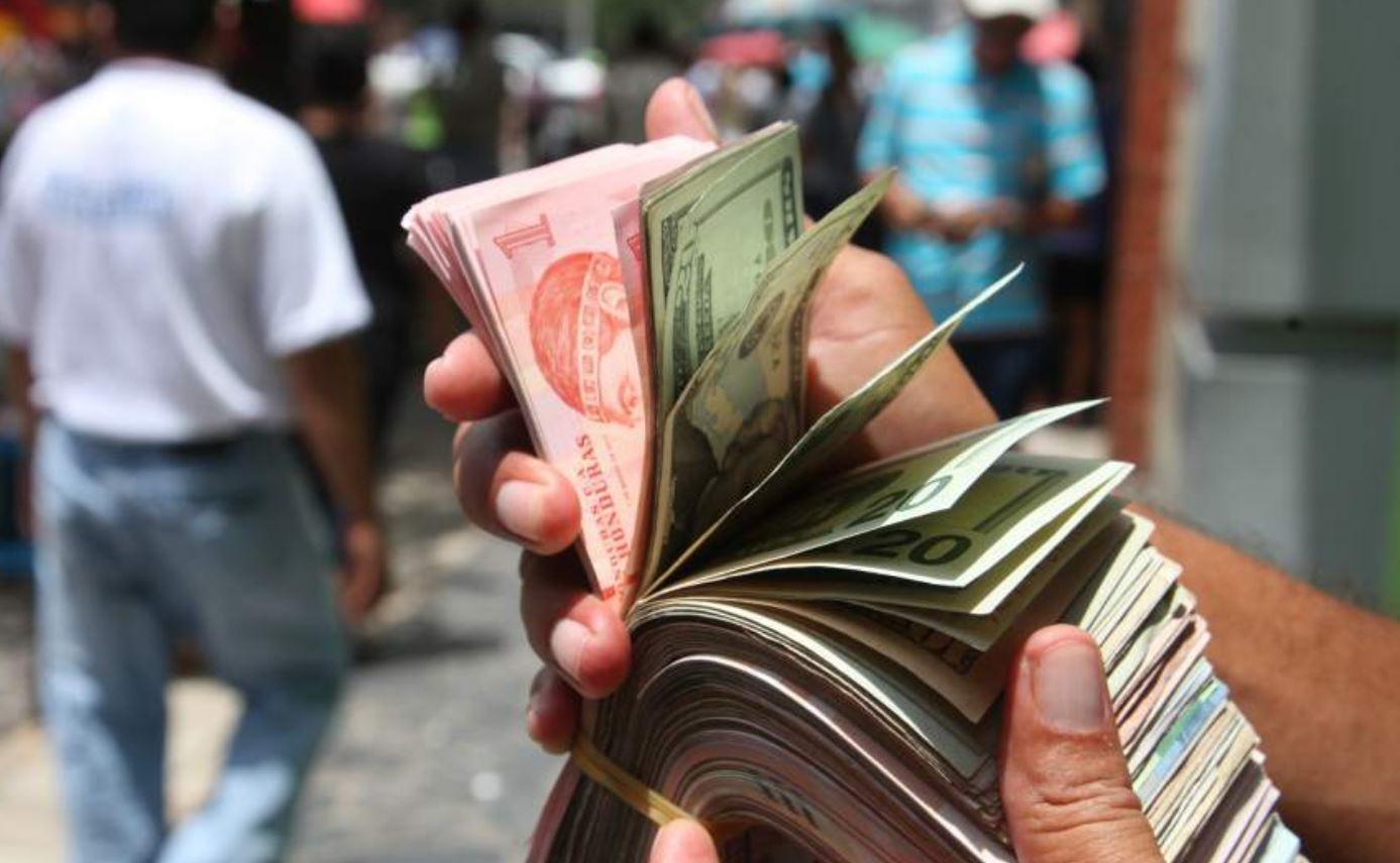 En 16 centavos se ha devaluado el lempira frente al dólar en 2020