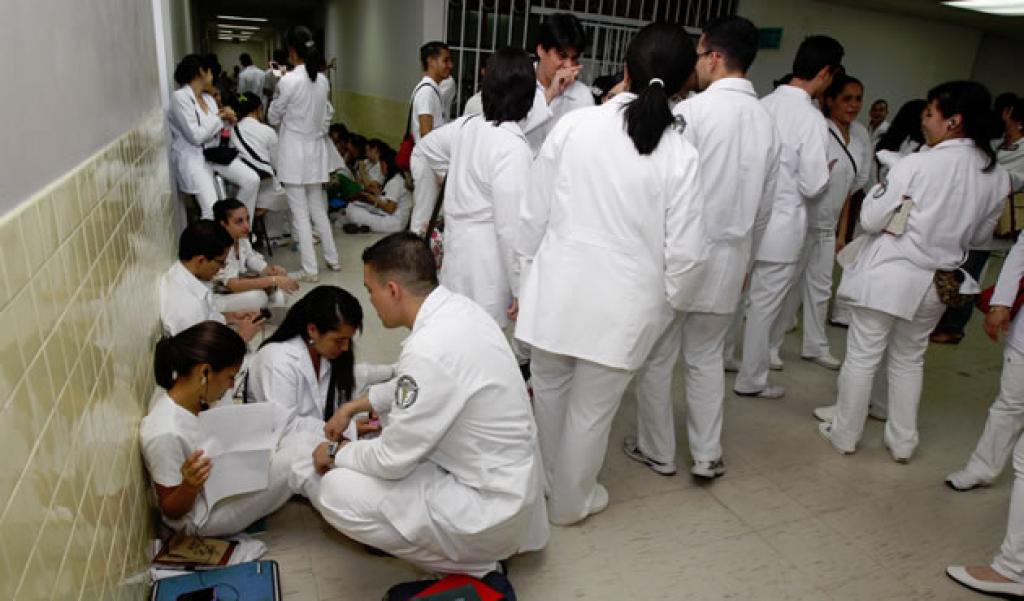 Coronavirus: médicos internos amenazan con abandonar las guardias por falta de equipo de bioseguridad en Honduras
