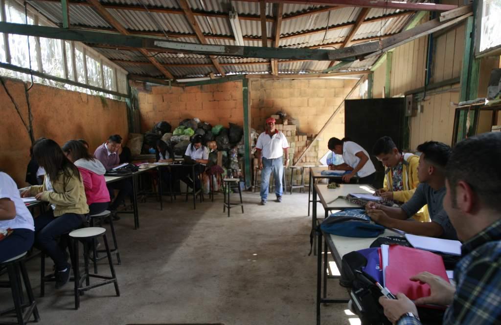 En la presente crisis: la mitad de los alumnos, los más pobres, están excluidos de actividad educativa en Honduras