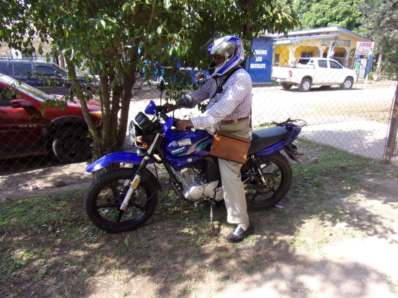 Tras liberación entregan moto al Ápostol Zúniga, quien tendrá que cumplir medida por no respetar toque de queda